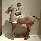 https://upload.wikimedia.org/wikipedia/commons/thumb/b/b2/CMOC_Treasures_of_Ancient_China_exhibit_-_painted_figure_of_a_cavalryman.jpg/143px-CMOC_Treasures_of_Ancient_China_exhibit_-_painted_figure_of_a_cavalryman.jpg