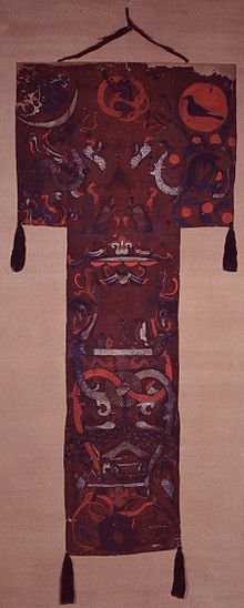 https://upload.wikimedia.org/wikipedia/commons/thumb/2/2b/Mawangdui_silk_banner_from_tomb_no1.jpg/220px-Mawangdui_silk_banner_from_tomb_no1.jpg