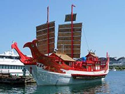 https://upload.wikimedia.org/wikipedia/commons/thumb/8/8e/Japanese_envoy_to_Tang_Dynasty_China_ship_2010.jpg/220px-Japanese_envoy_to_Tang_Dynasty_China_ship_2010.jpg