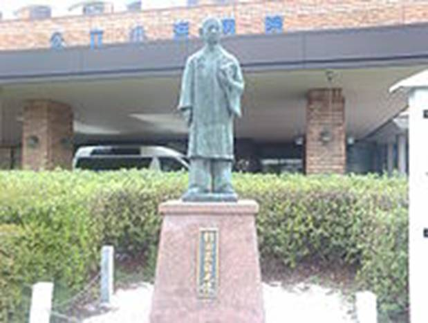 https://upload.wikimedia.org/wikipedia/commons/thumb/5/54/Sugita_Genpaku_Statue_in_Obama_City.jpg/200px-Sugita_Genpaku_Statue_in_Obama_City.jpg