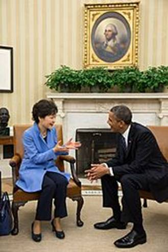 https://upload.wikimedia.org/wikipedia/commons/thumb/7/70/Park_Geun-Hye_meeting_with_Barack_Obama.jpg/170px-Park_Geun-Hye_meeting_with_Barack_Obama.jpg