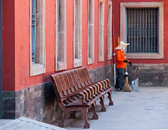 https://upload.wikimedia.org/wikipedia/commons/thumb/8/8a/Beijing_China_Forbidden-City-09.jpg/270px-Beijing_China_Forbidden-City-09.jpg